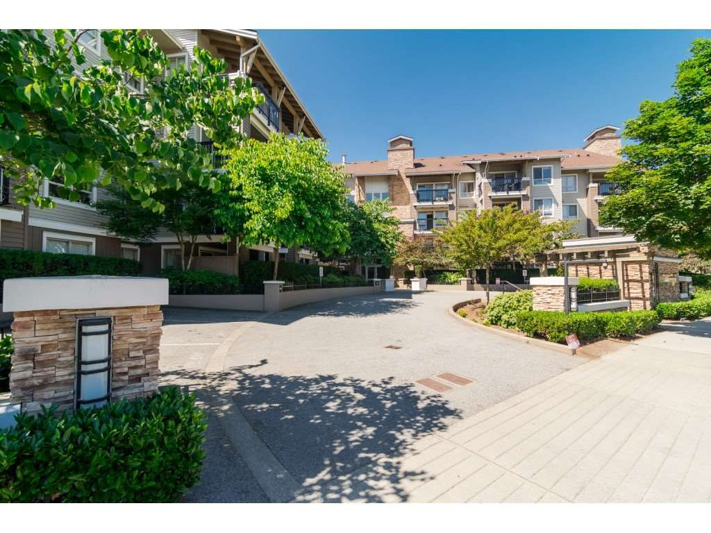 """Main Photo: 113 8915 202 Street in Langley: Walnut Grove Condo for sale in """"THE HAWTHORNE"""" : MLS®# R2444586"""