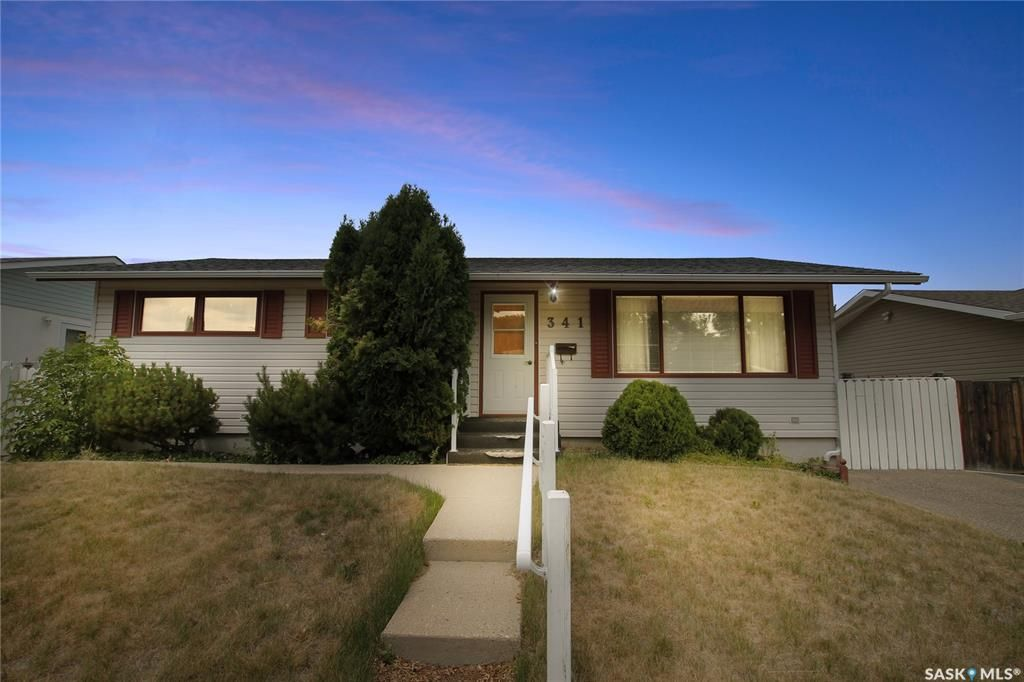 Main Photo: 341 Allen Drive in Swift Current: South West SC Residential for sale : MLS®# SK864533