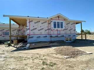 Photo 2: 818 Conquest Avenue in Outlook: Residential for sale : MLS®# SK860876