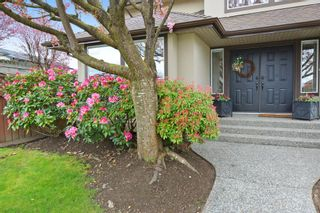Photo 3: 8458 214 A St. FOREST HILLS Walnut Grove in LANGLEY: Home for sale : MLS®# R2158756