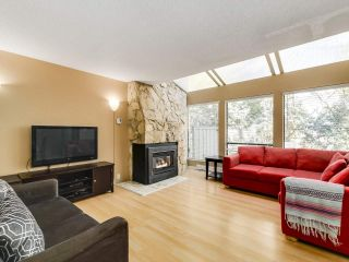 """Photo 3: 5872 MAYVIEW Circle in Burnaby: Burnaby Lake Townhouse for sale in """"ONE ARBOURLANE"""" (Burnaby South)  : MLS®# R2542010"""