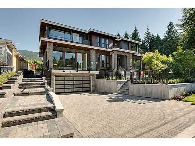 Main Photo: 574 SILVERDALE PL in North Vancouver: Upper Delbrook House for sale : MLS®# V1104305
