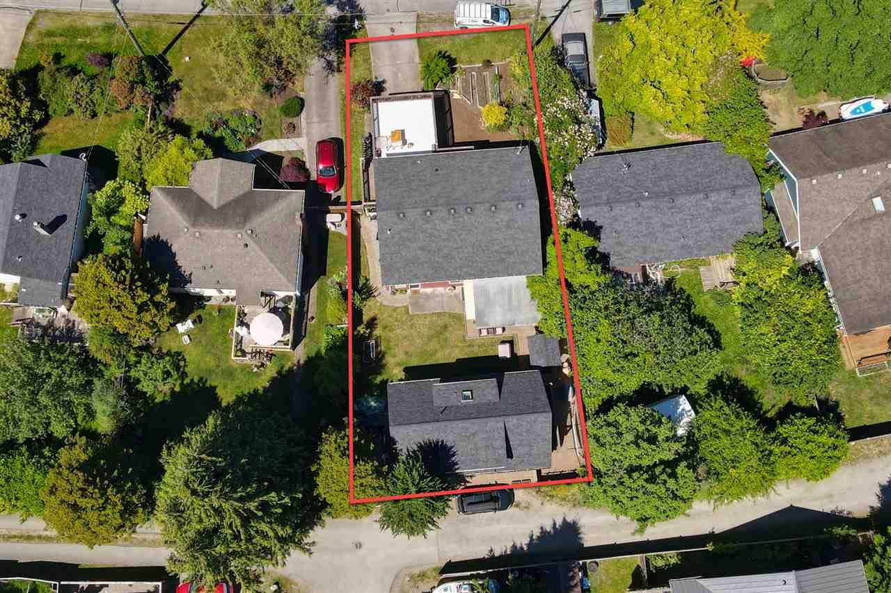"""Main Photo: 723 DOGWOOD & BLACKBERRY LANE Road in Gibsons: Gibsons & Area House for sale in """"Bay area"""" (Sunshine Coast)  : MLS®# R2593511"""