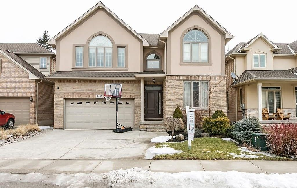 Main Photo: 5452 VALLEYHIGH Drive in Burlington: Residential for sale : MLS®# H4048188