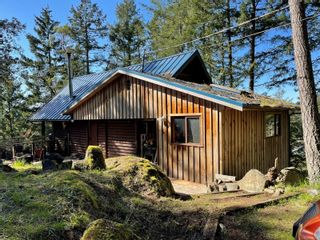 Photo 3: 3701 Starboard Cres in : GI Pender Island House for sale (Gulf Islands)  : MLS®# 872731