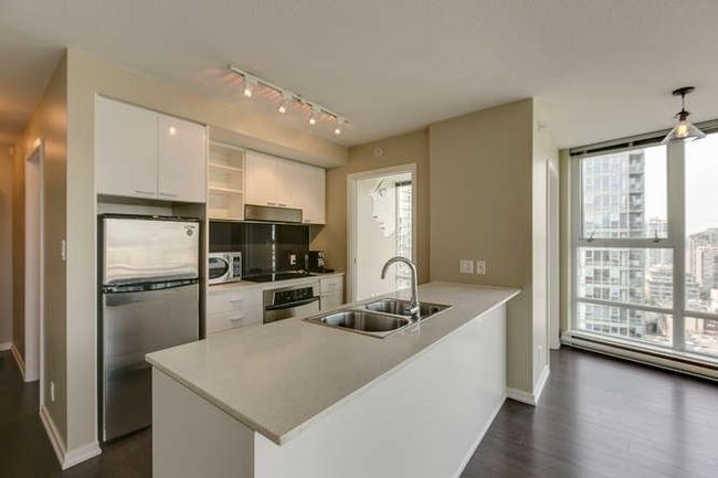 Photo 5: Photos: 2303 602 CITADEL Parade in Vancouver West: Downtown VW Home for sale ()  : MLS®# R2078141