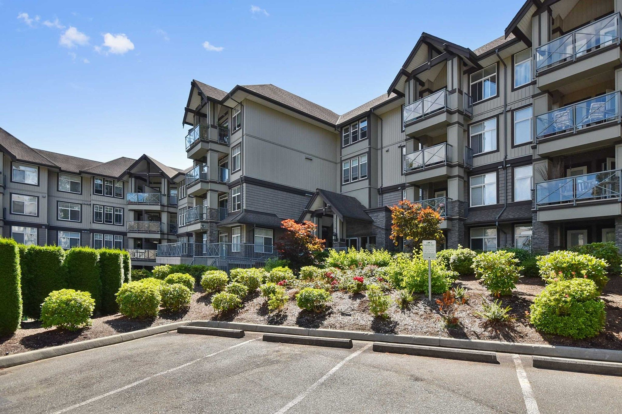 "Main Photo: 107 33318 E BOURQUIN Crescent in Abbotsford: Central Abbotsford Condo for sale in ""Natures Gate"" : MLS®# R2499999"