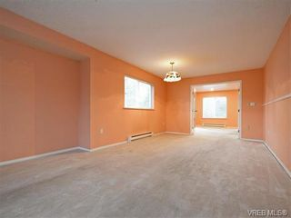 Photo 3: 295 Nicola Pl in VICTORIA: SW Tillicum Half Duplex for sale (Saanich West)  : MLS®# 749640