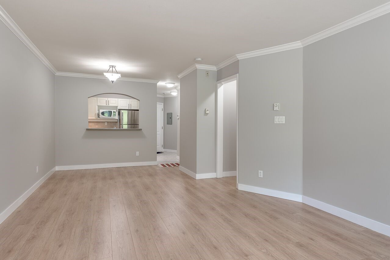 """Photo 6: Photos: 211 3738 NORFOLK Street in Burnaby: Central BN Condo for sale in """"Winchelsea"""" (Burnaby North)  : MLS®# R2276086"""