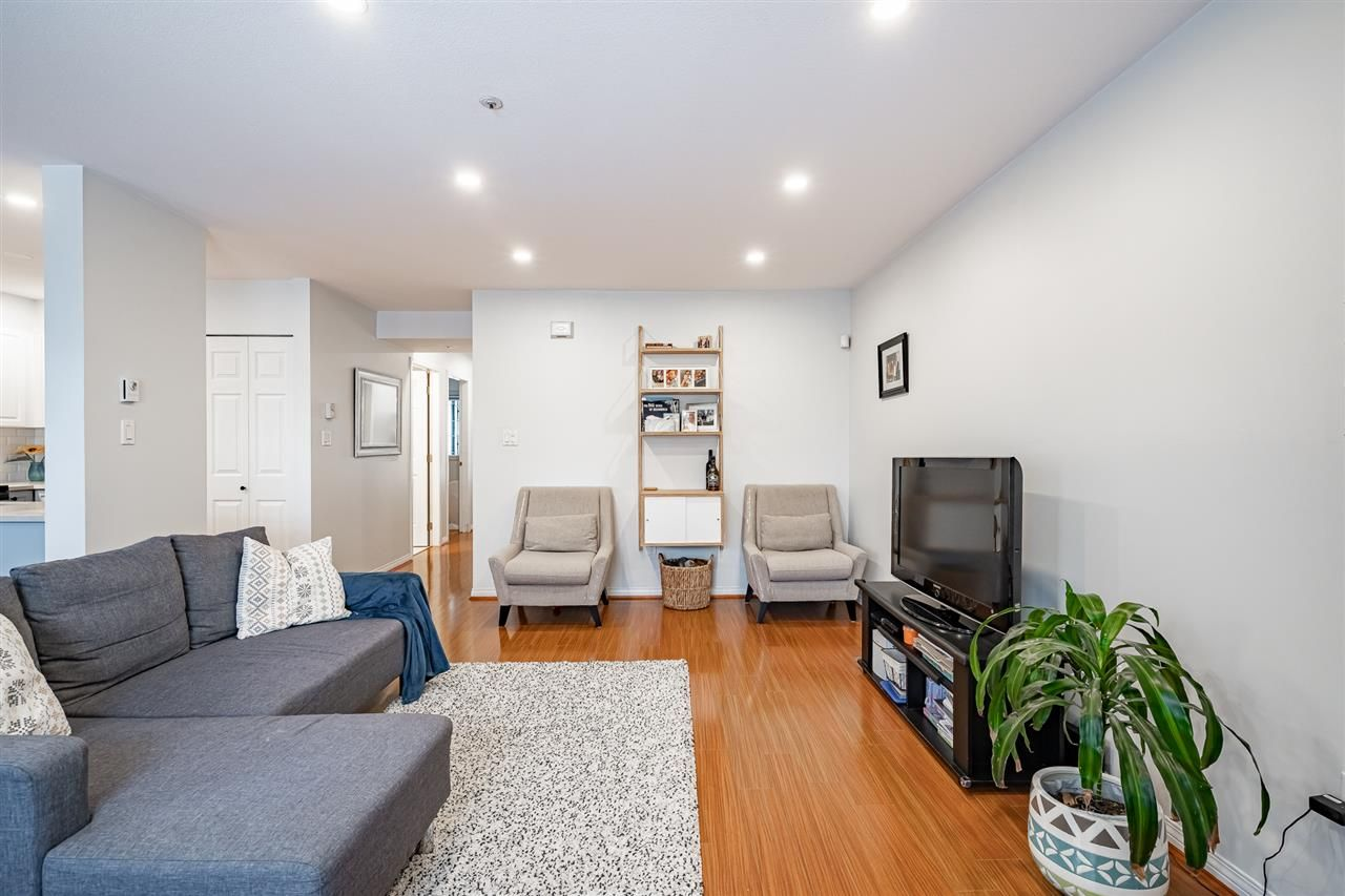 """Photo 6: Photos: 108 2677 E BROADWAY in Vancouver: Renfrew VE Condo for sale in """"BROADWAY GARDENS"""" (Vancouver East)  : MLS®# R2434845"""