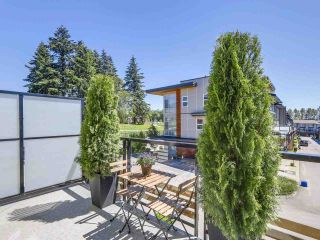 """Photo 2: 222 2228 162 Street in Surrey: Grandview Surrey Townhouse for sale in """"BREEZE"""" (South Surrey White Rock)  : MLS®# R2181833"""