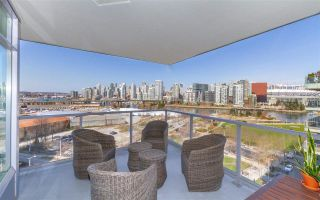 """Photo 5: 1008 1708 COLUMBIA Street in Vancouver: False Creek Condo for sale in """"Wall Centre- False Creek"""" (Vancouver West)  : MLS®# R2560917"""