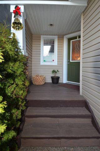 Photo 2: 120 CASTLE Drive in Edmonton: Zone 27 House Half Duplex for sale : MLS®# E4225009