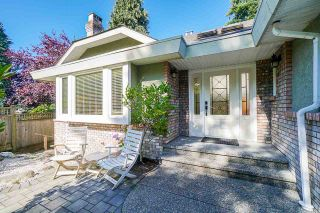 Photo 2: 1627 127 Street in Surrey: Crescent Bch Ocean Pk. House for sale (South Surrey White Rock)  : MLS®# R2480487