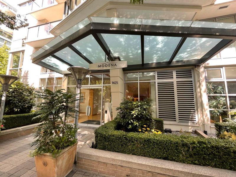 FEATURED LISTING: 504 - 1425 6TH Avenue West Vancouver