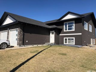 Photo 1: 961 Stony Crescent in Martensville: Residential for sale : MLS®# SK852477