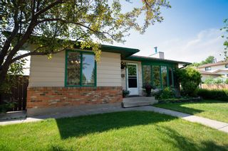 Main Photo: 55 Berwick Crescent NW in Calgary: Beddington Heights Detached for sale : MLS®# A1127432