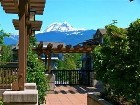 """Photo 3: 102 1174 WINGTIP Place in Squamish: Downtown SQ Condo for sale in """"TALON AT EAGLEWIND (CARRIAGE HOME)"""" : MLS®# R2139321"""