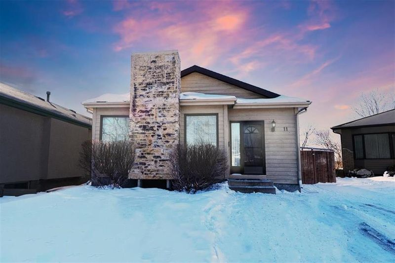 FEATURED LISTING: 11 Hobart Place Winnipeg