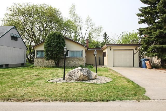 Main Photo: 14 Dallas in Winnipeg: Residential for sale : MLS®# 202006005