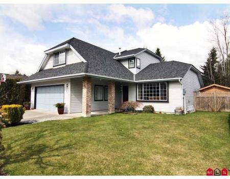 Main Photo: Meadowbrook Family Home