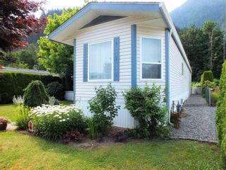 """Photo 2: 39 62790 FLOOD HOPE Road in Hope: Hope Silver Creek Manufactured Home for sale in """"SILVER RIDGE ESTATES"""" : MLS®# R2600283"""