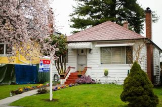 Photo 1: 2725 Trinity Street in Hastings East: Home for sale