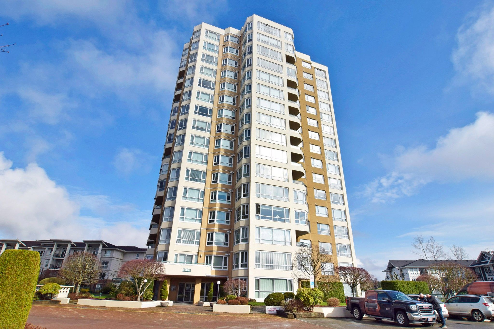 """Main Photo: 1701 3190 GLADWIN Road in Abbotsford: Central Abbotsford Condo for sale in """"REGENCY PARK III"""" : MLS®# R2560674"""