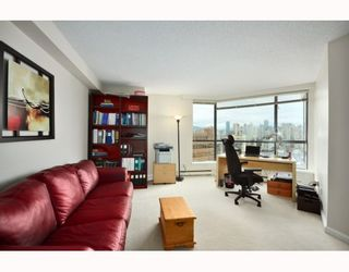 """Photo 7: 1107 1450 PENNYFARTHING Drive in Vancouver: False Creek Condo for sale in """"HARBOUR COVE"""" (Vancouver West)  : MLS®# V810158"""