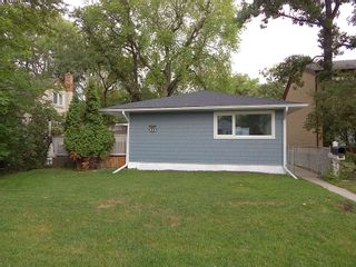 Photo 1:  in Winnipeg: House for sale : MLS®# 1822776