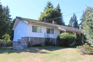 """Photo 3: 8089 REDROOFFS Road in Halfmoon Bay: Halfmn Bay Secret Cv Redroofs House for sale in """"WELCOME WOODS"""" (Sunshine Coast)  : MLS®# R2563771"""