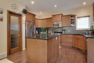 Photo 5: 2 Aspen Hills Manor SW in Calgary: House for sale : MLS®# C3622296