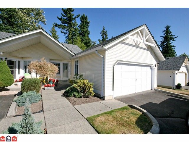 """Main Photo: 20 19649 53 Avenue in Langley: Langley City Townhouse for sale in """"Huntsfield Green"""" : MLS®# F1120783"""