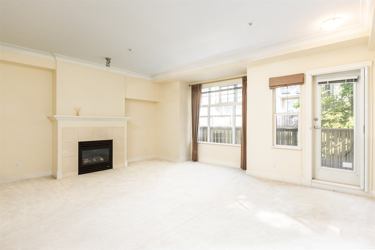 """Photo 9: Photos: 971 WESTBURY Walk in Vancouver: South Cambie Townhouse for sale in """"Churchill Gardens"""" (Vancouver West)  : MLS®# R2488294"""