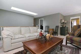 Photo 4: 6048 189A Street in Surrey: Cloverdale BC House for sale (Cloverdale)  : MLS®# R2054243