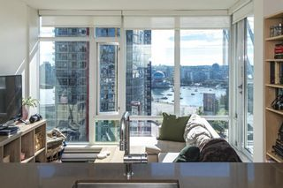 """Photo 2: 1805 161 W GEORGIA Street in Vancouver: Downtown VW Condo for sale in """"COSMO"""" (Vancouver West)  : MLS®# R2620825"""