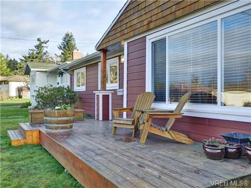 Photo 2: Photos: 4091 Borden St in VICTORIA: SE Lake Hill House for sale (Saanich East)  : MLS®# 720229