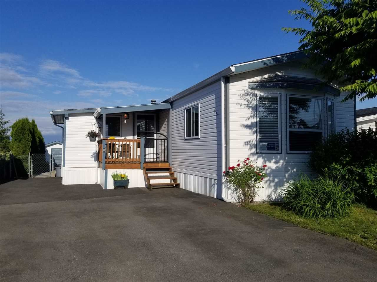 "Main Photo: 45 41168 LOUGHEED Highway in Mission: Dewdney Deroche Manufactured Home for sale in ""OASIS COUNTRY ESTATES"" : MLS®# R2379860"