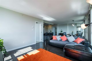 """Photo 5: 1901 2200 DOUGLAS Road in Burnaby: Brentwood Park Condo for sale in """"AFFINITY"""" (Burnaby North)  : MLS®# R2457772"""
