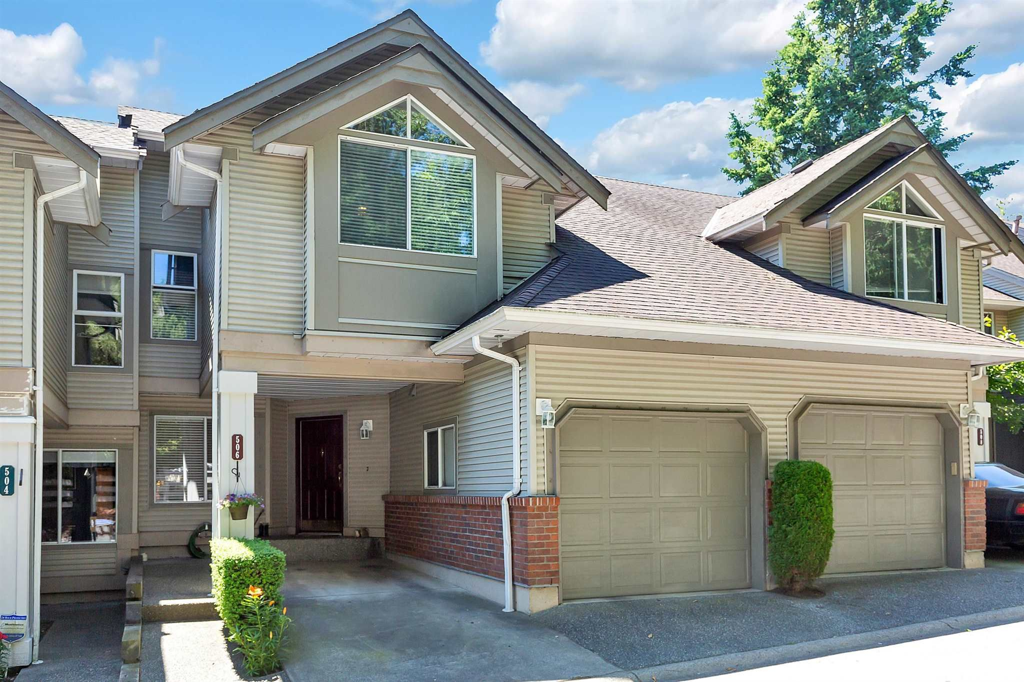"""Main Photo: 506 13900 HYLAND Road in Surrey: East Newton Townhouse for sale in """"HYLAND GROVE"""" : MLS®# R2595729"""
