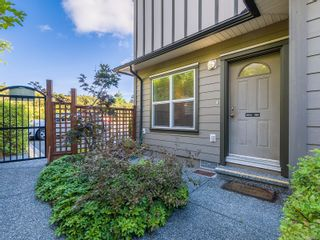 Photo 3: 104 584 Rosehill St in Nanaimo: Na Central Nanaimo Row/Townhouse for sale : MLS®# 886756