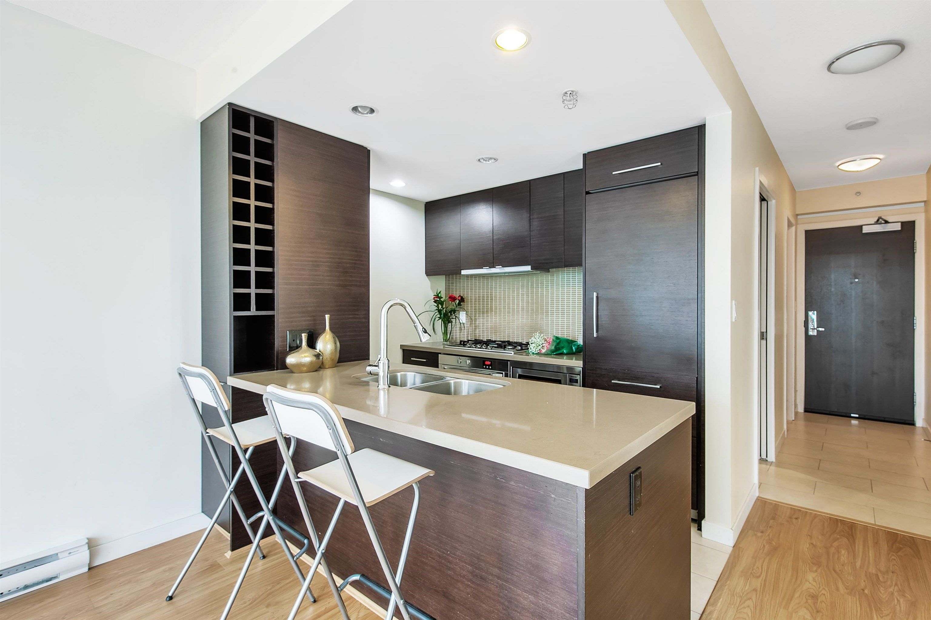 """Photo 7: Photos: 2302 833 HOMER Street in Vancouver: Downtown VW Condo for sale in """"Atelier"""" (Vancouver West)  : MLS®# R2615820"""