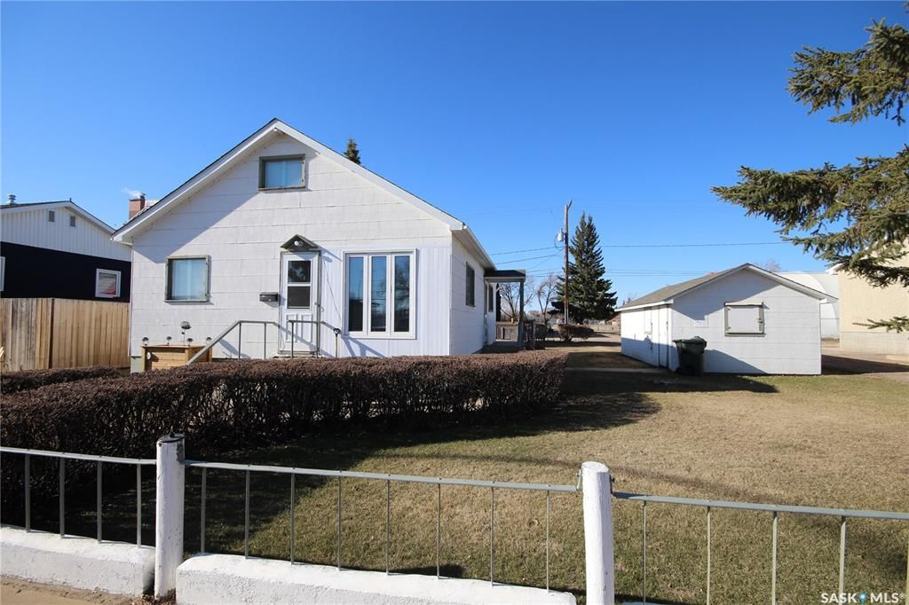Main Photo: 272 22nd Street in Battleford: Residential for sale : MLS®# SK851531