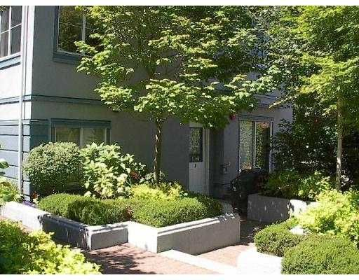 "Main Photo: 3 877 W 7TH AV in Vancouver: Fairview VW Townhouse for sale in ""EMERALD COURT"" (Vancouver West)  : MLS®# V551684"