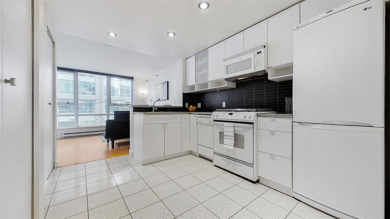 "Main Photo: 506 928 BEATTY Street in Vancouver: Yaletown Condo for sale in ""The Max"" (Vancouver West)  : MLS®# R2537439"