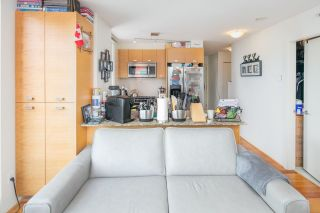 """Photo 13: 403 2483 SPRUCE Street in Vancouver: Fairview VW Condo for sale in """"SKYLINE"""" (Vancouver West)  : MLS®# R2189151"""