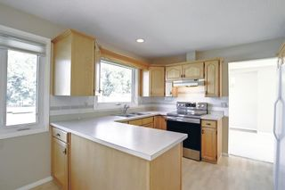 Photo 9: 216 Silver Springs Green NW in Calgary: Silver Springs Detached for sale : MLS®# A1147085
