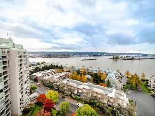"Photo 15: 1701 1135 QUAYSIDE Drive in New Westminster: Quay Condo for sale in ""ANCHOR POINT"" : MLS®# R2534651"