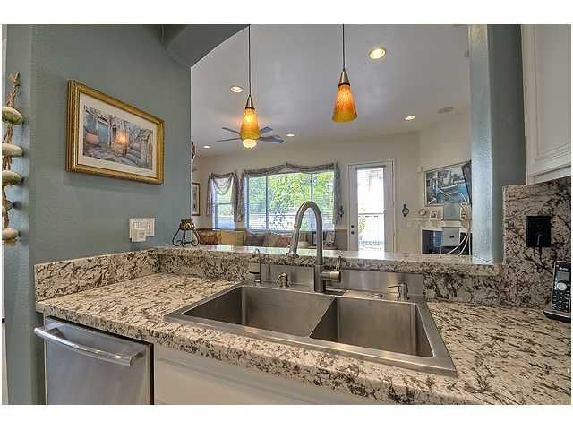Photo 12: Photos: SCRIPPS RANCH Townhouse for sale : 3 bedrooms : 11821 Miro Circle in San Diego