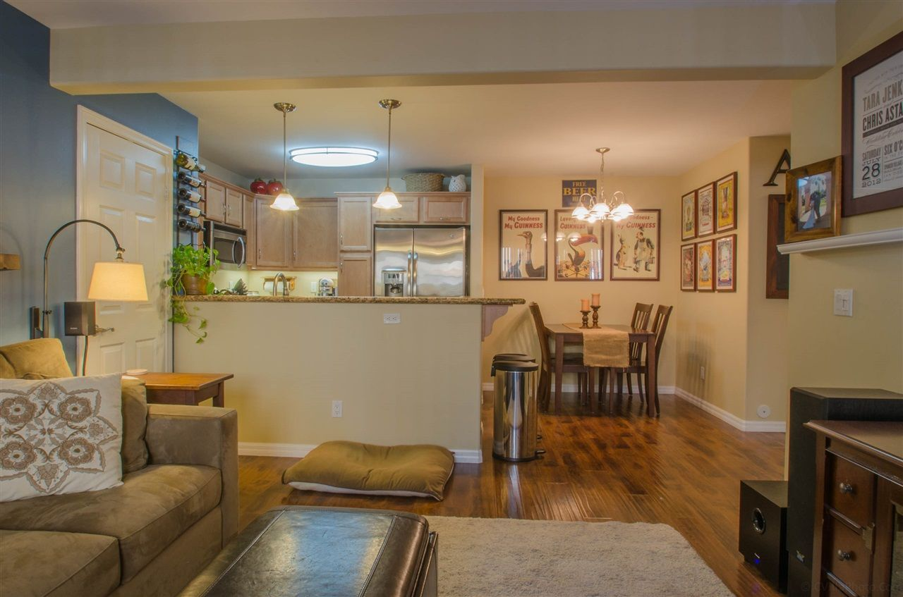 Main Photo: CLAIREMONT Condo for sale : 2 bedrooms : 5252 Balboa Arms #122 in San Diego